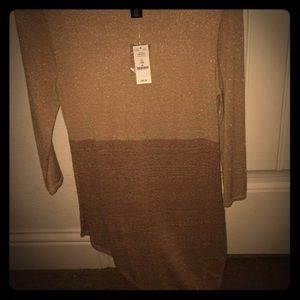 Women's adorable (NWT) WHBM gold top